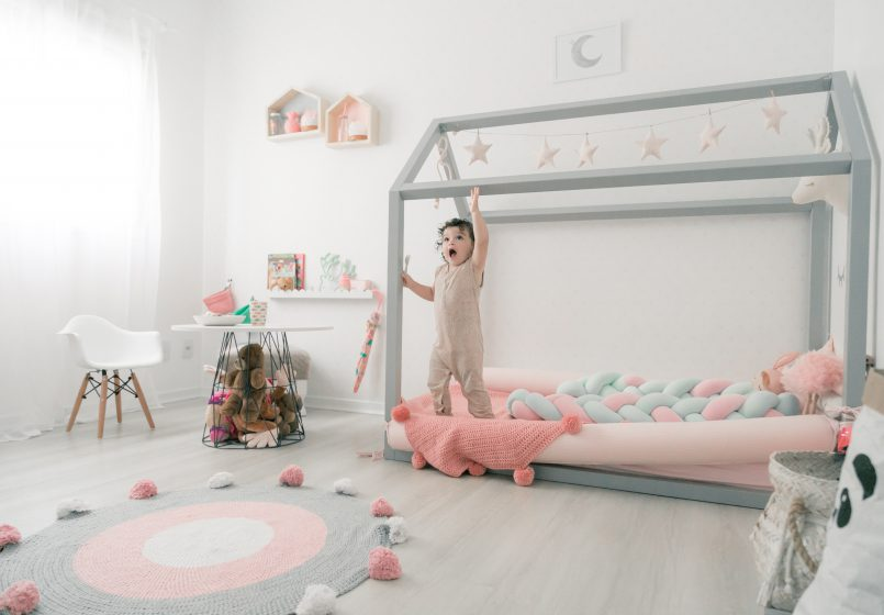 Imagem ilustrativa de um quarto infantil no estilo escandinavo