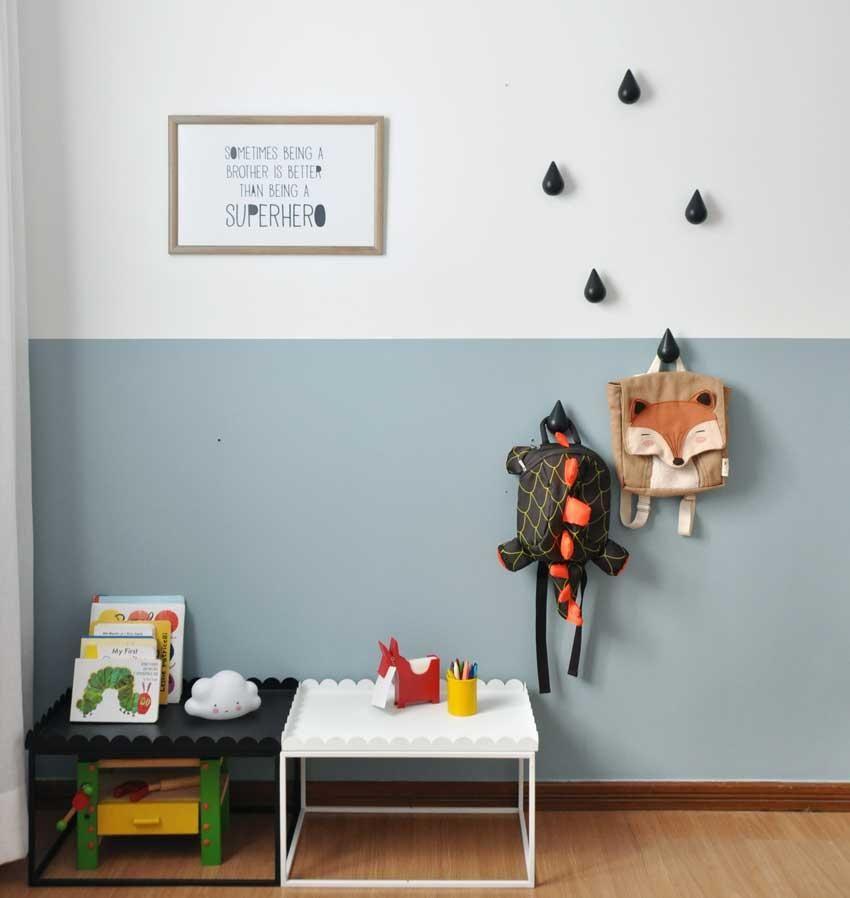 Imagem de uma parede seguindo as tendências escandinavas, com contraste nas gotas de chuva, item vendido pela Cadô Design.
