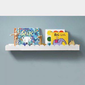 Imagem ilustrativa das prateleiras infantis da Cadô Design