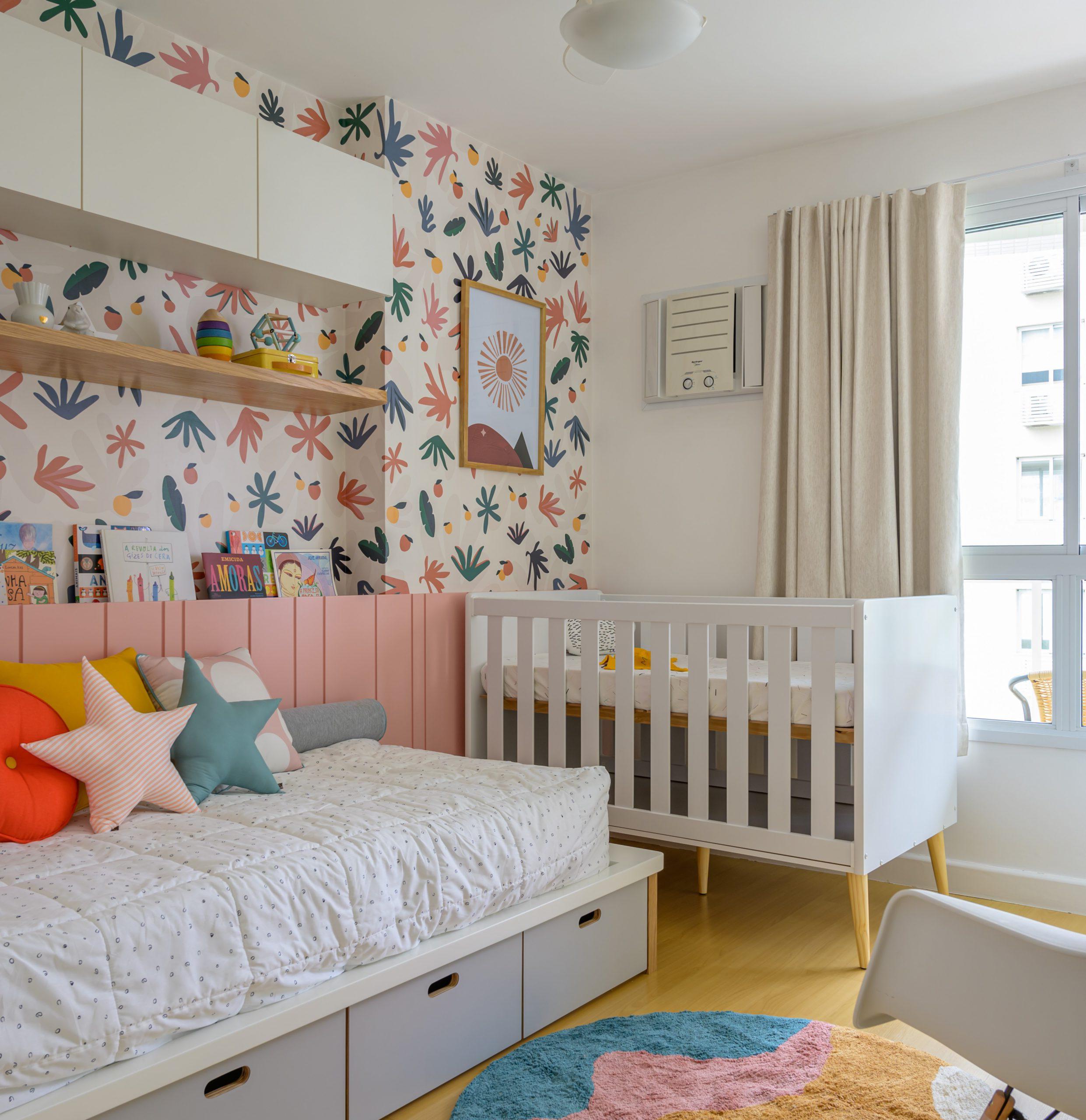 Exemplo de decoração para quarto infantil de menina atemporal